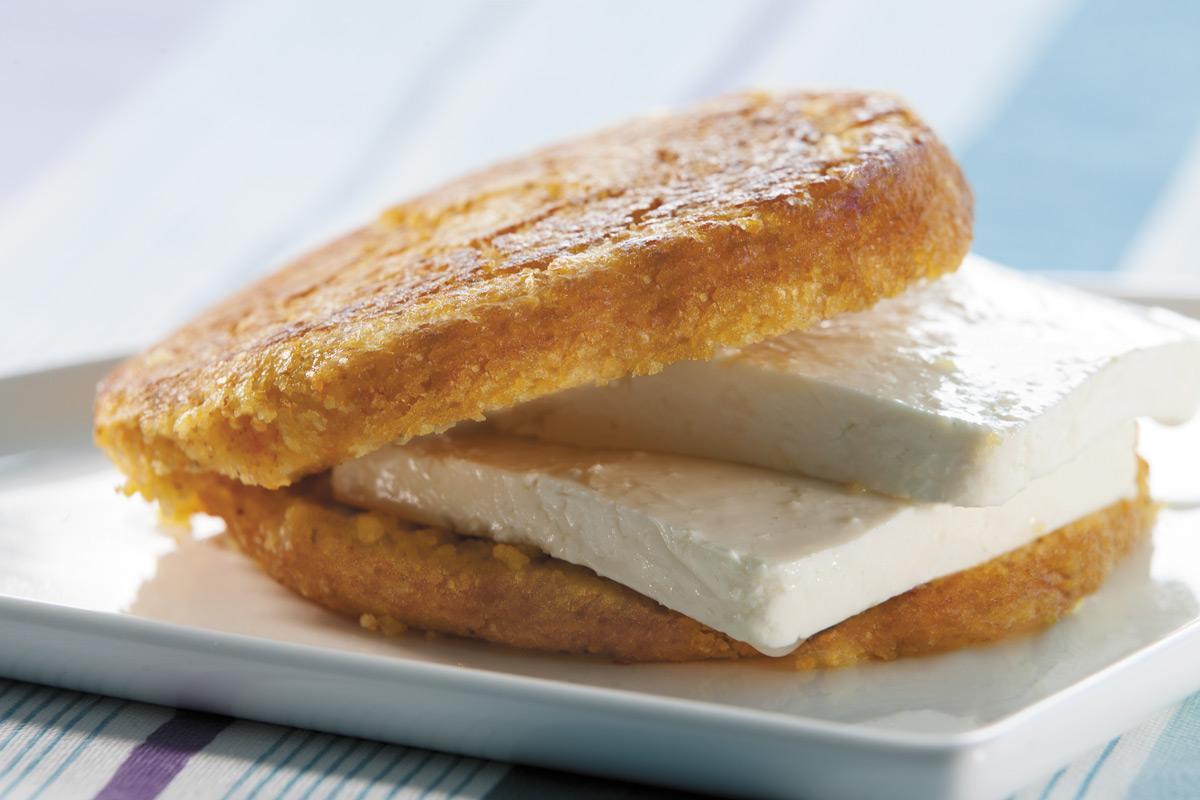Choclo con queso hecho con harina de maíz